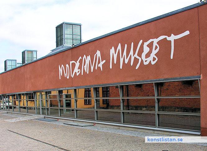 Ett konstmuseum är en offentlig eller privat institution som inrymmer en samling av föremål, bilder etc. inom ett ämnesområde och som visas i permanenta utställningar.